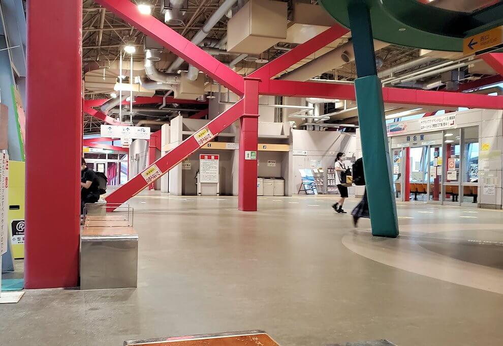 鹿児島港フェリーターミナルの室内