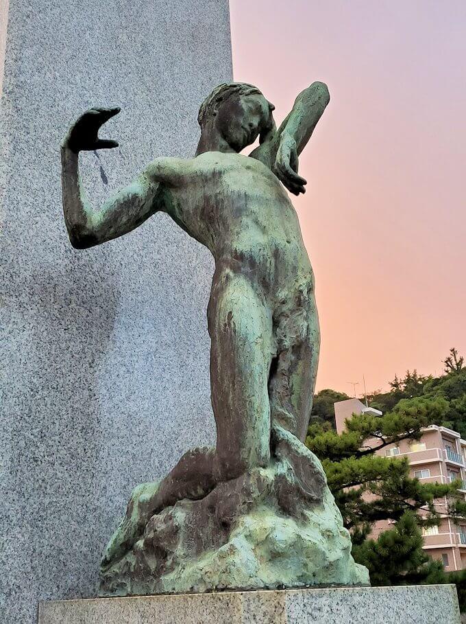 石橋記念公園にある、西南戦争犠牲者の鎮魂碑を眺める-2