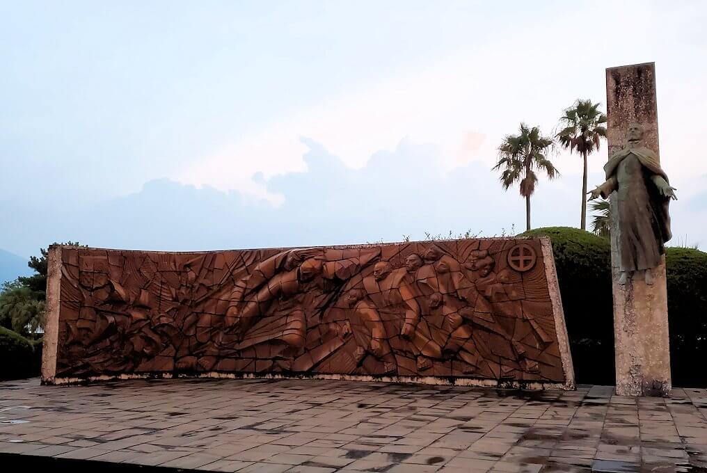 石橋記念公園にあるザビエル上陸記念碑