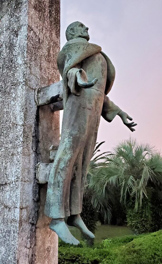 石橋記念公園にあるザビエル上陸記念碑のザビエル像-1