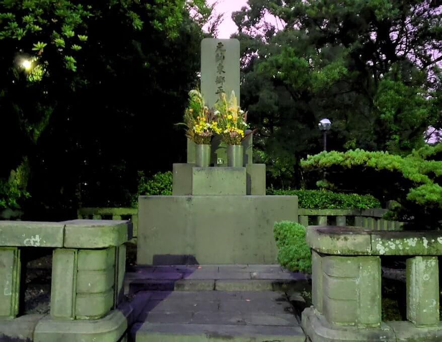 多賀山公園にある東郷平八郎の墓