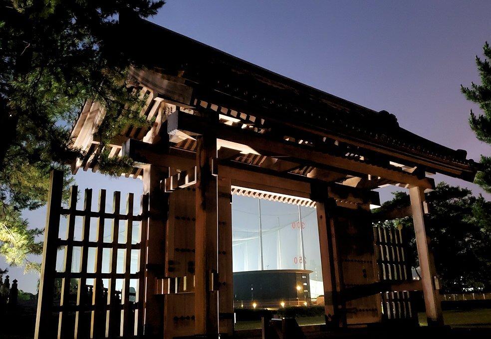 夜の西田御門の景観