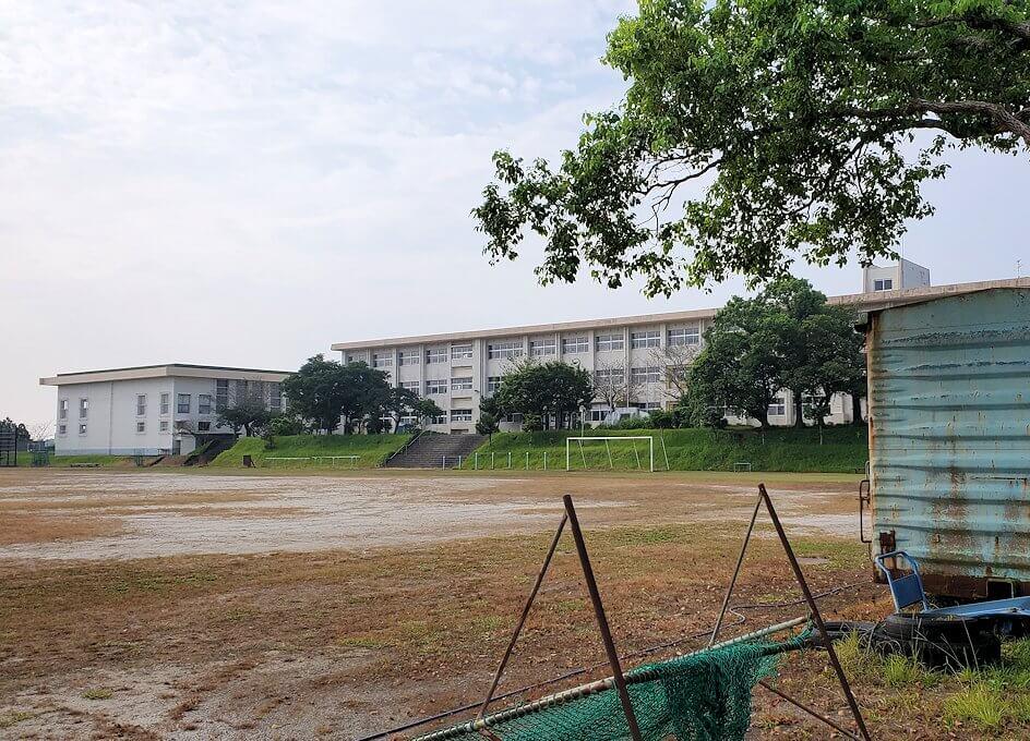 開聞登山道交差点から進んで見える校舎