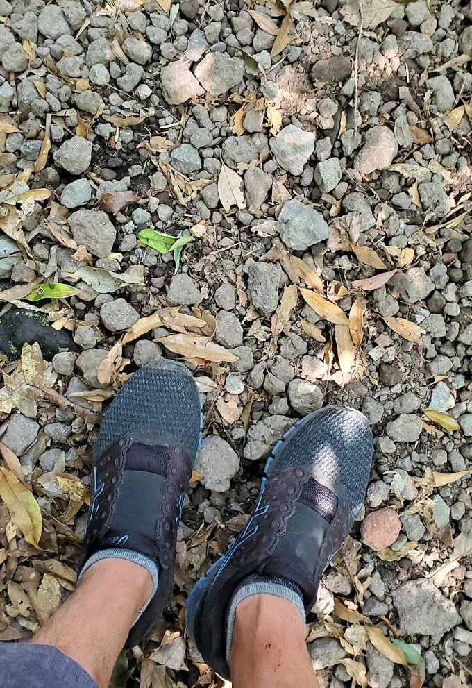 開聞岳登山道の砂利で何回かこける
