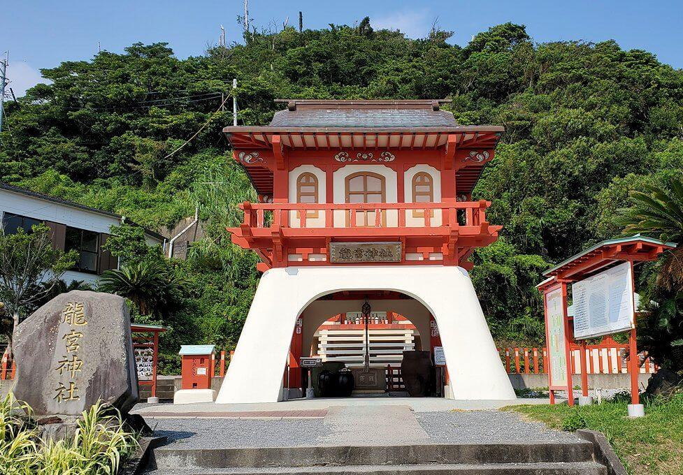 長崎鼻にある龍宮神社の社殿1