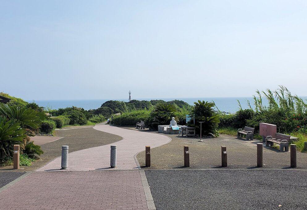長崎鼻にある龍宮神社から眺める海1