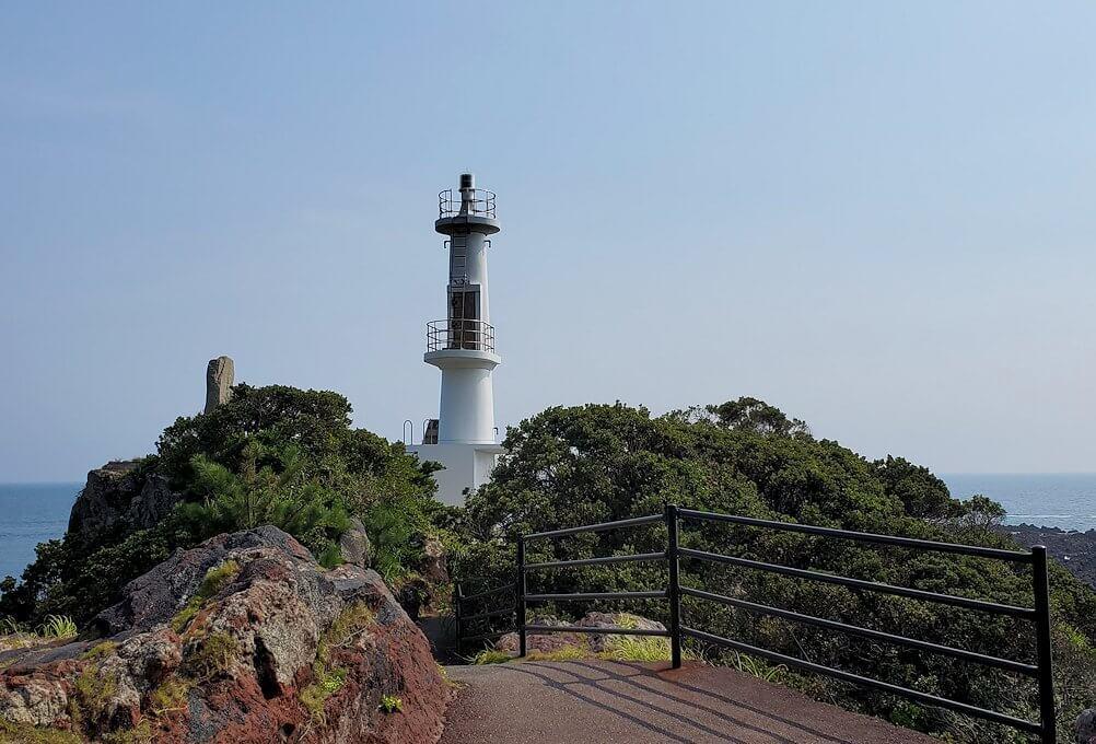 長崎鼻先端にある灯台