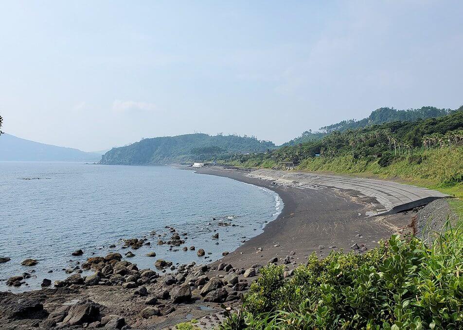 長崎鼻の先端から帰る際に開聞岳を眺める