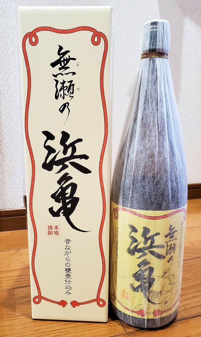 長崎鼻の「ながよし酒店」店内に置かれていた芋焼酎「浜亀」を購入