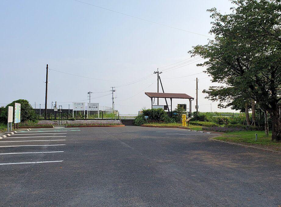 西大山駅の駐車場
