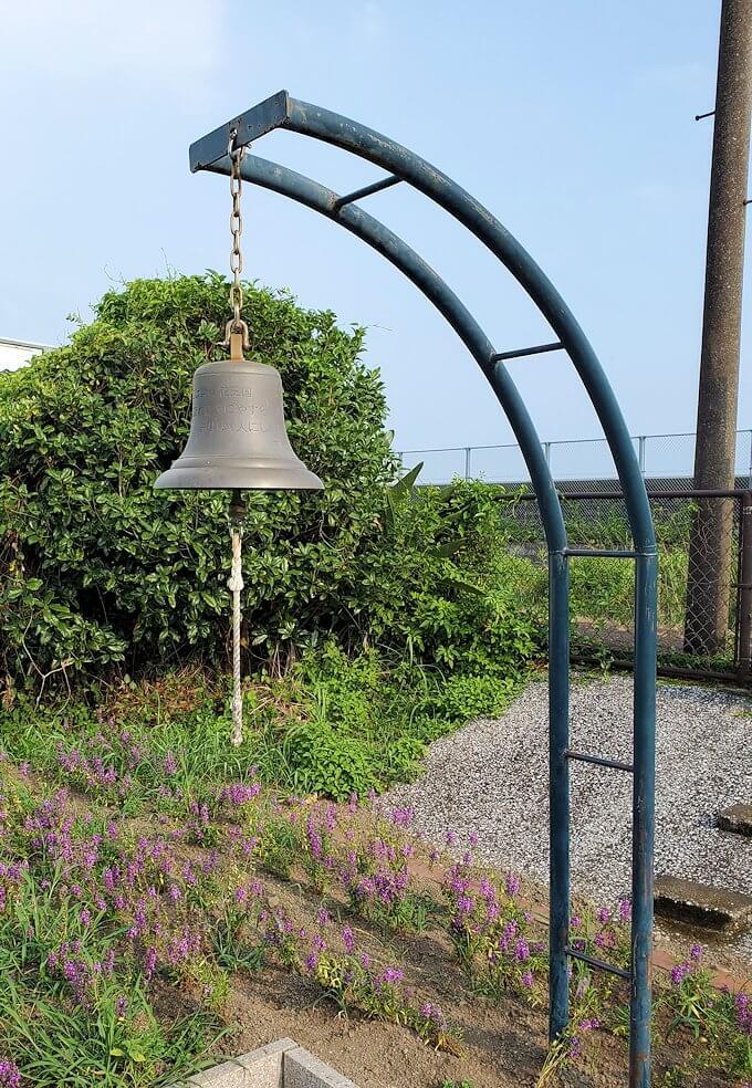 西大山駅に設置されている鐘