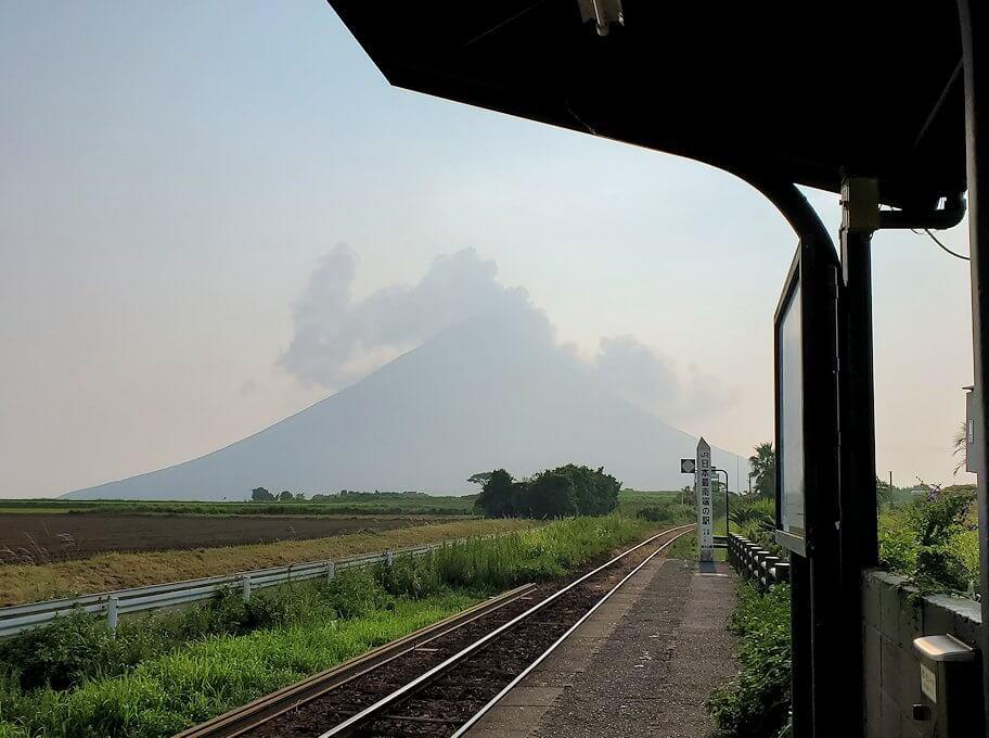 JR最南端「西大山駅」のホームから眺める開聞岳