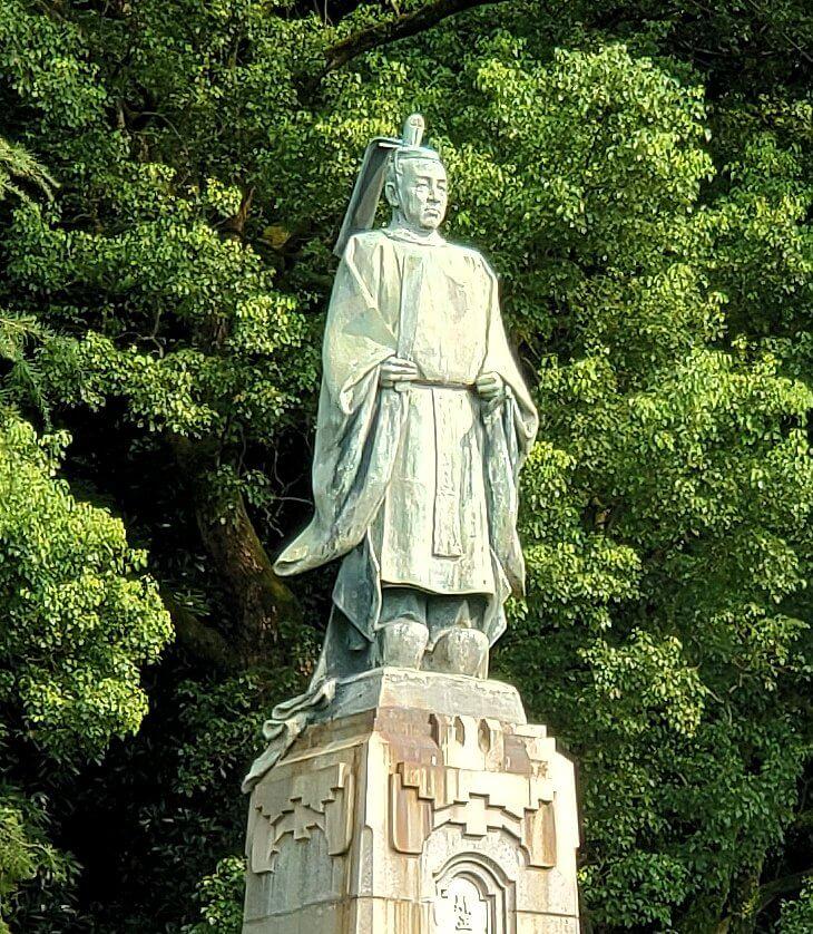 鹿児島市内の照国神社脇にある島津斉彬公の像のアップ