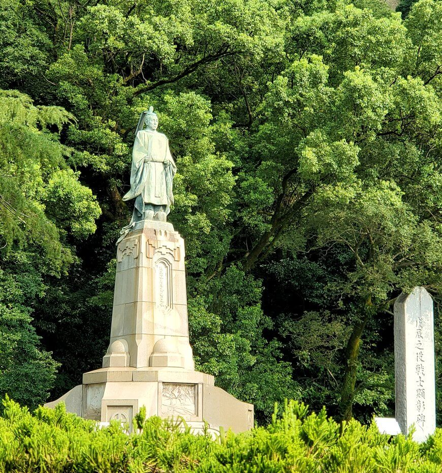 鹿児島市内の照国神社脇にある島津斉彬公の像