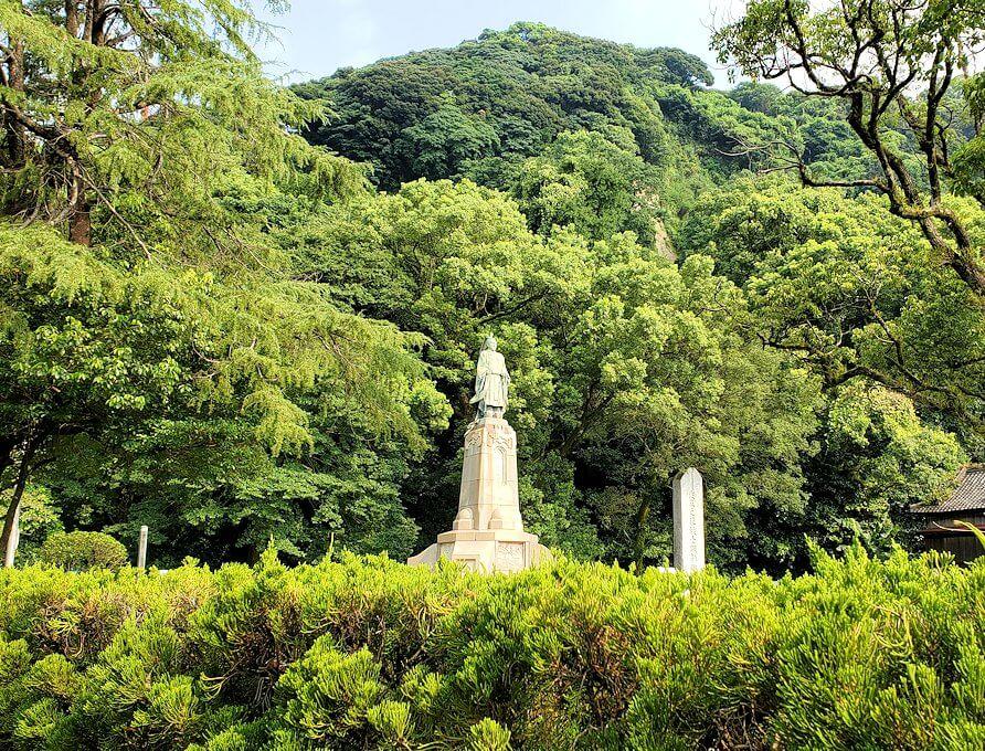 鹿児島市内の照国神社脇にある島津斉彬公の像1