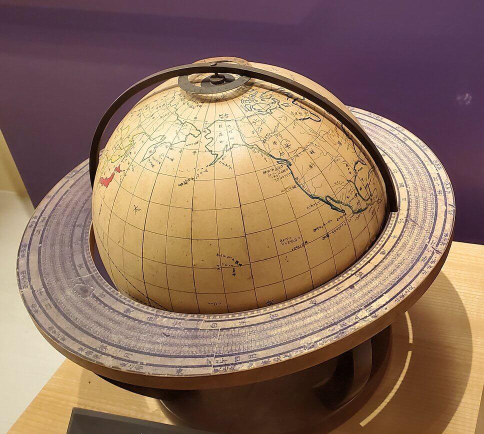 資料館にある斉彬が所持していた地球儀の複製3