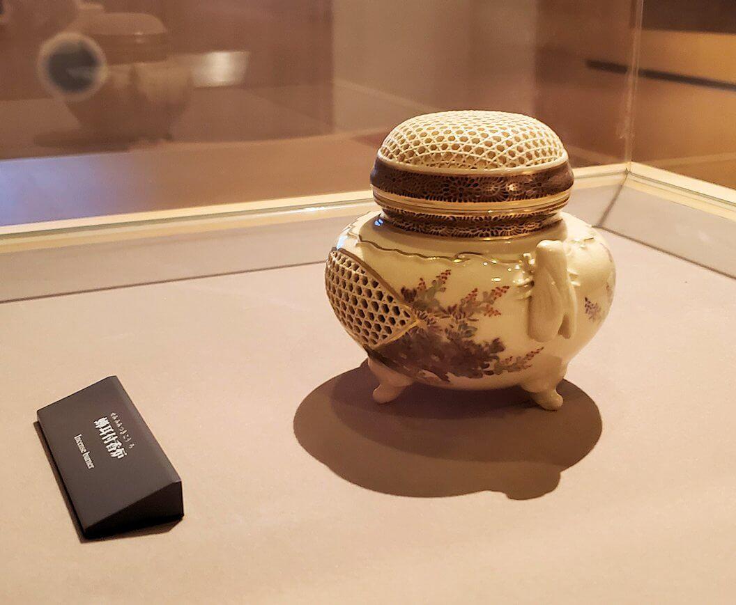 照国資料館にある、薩摩焼のツボ1