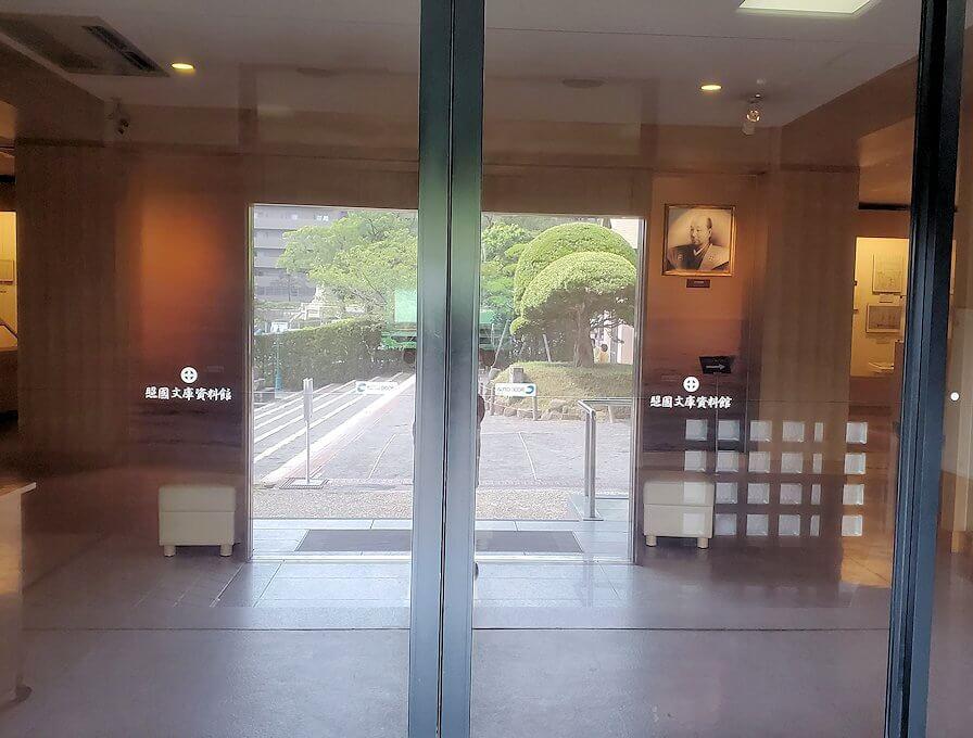 照国資料館の扉