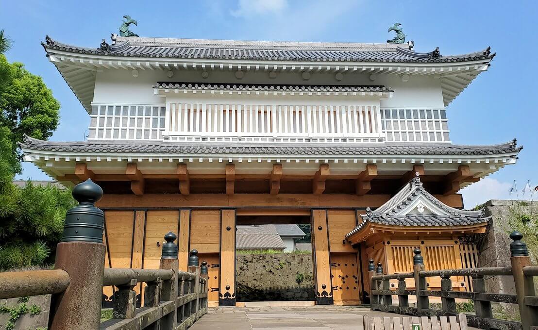 鶴丸城跡地の正門「御楼門」1