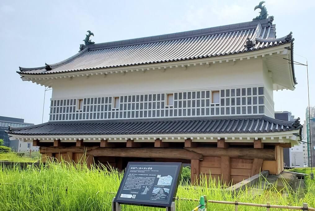 鶴丸城跡地の正門「御楼門」を反対側から眺める