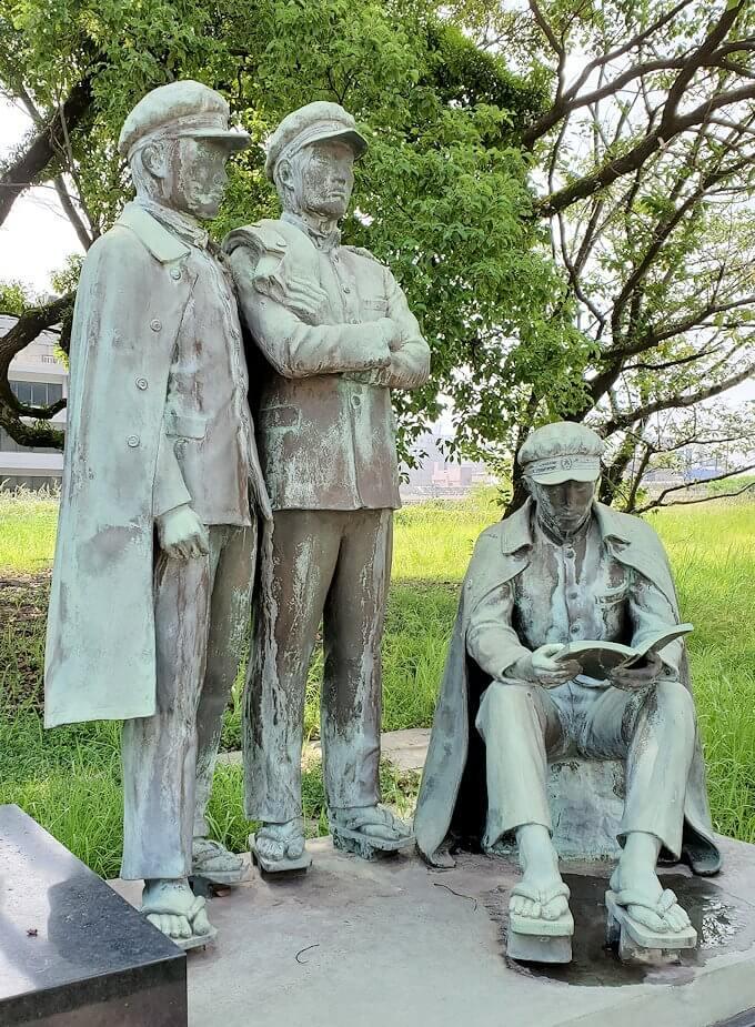 鶴丸城跡地にある七高生久遠の像2