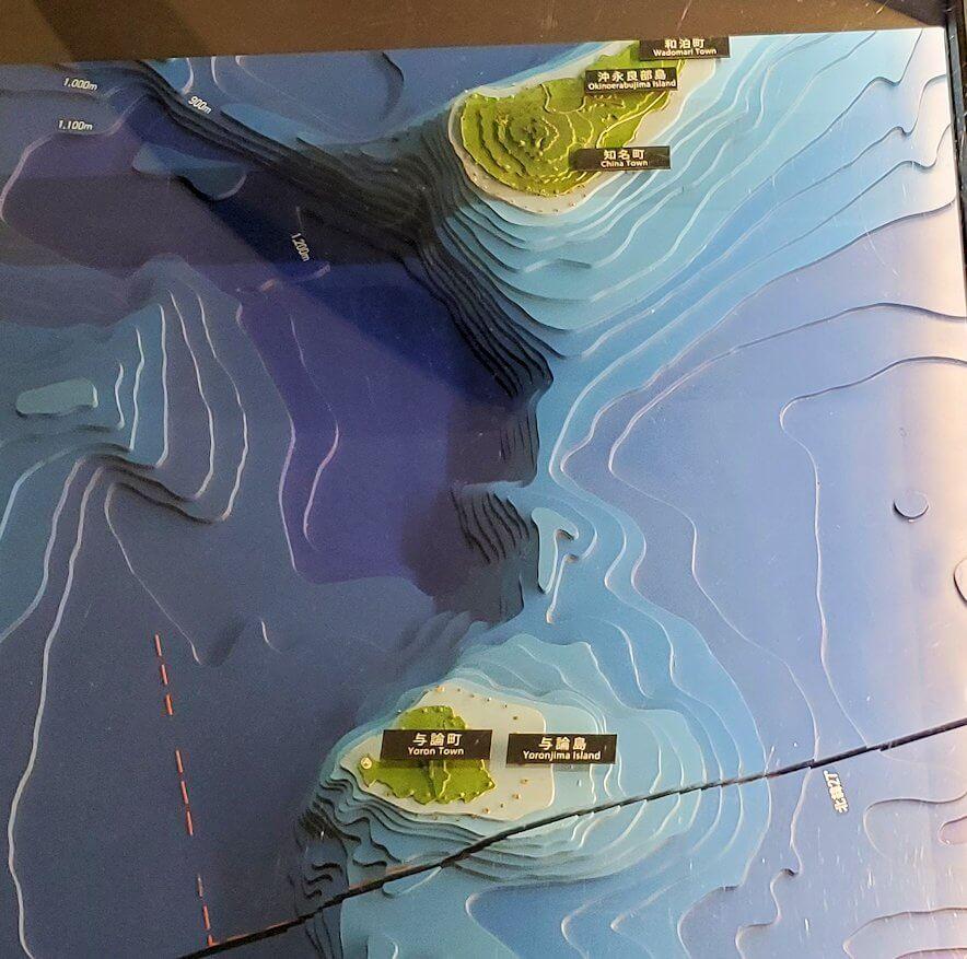 黎明館の入口床下にある、鹿児島の南西諸島の地図