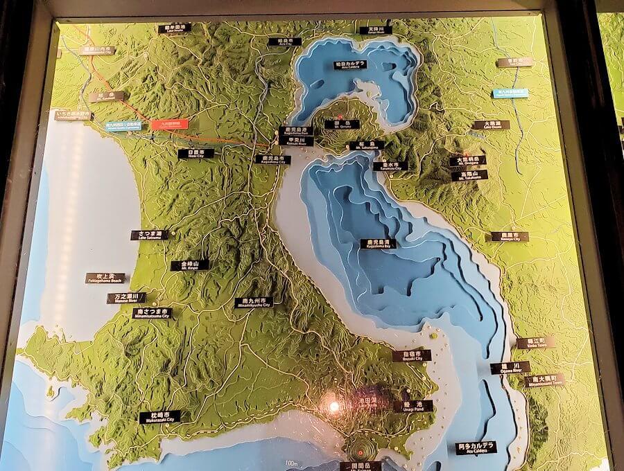 黎明館の入口床下にある、鹿児島の南西諸島の地図1