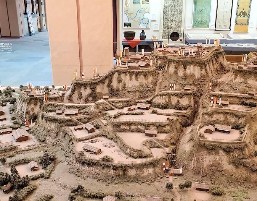 黎明館に置かれている志布志城跡の模型1