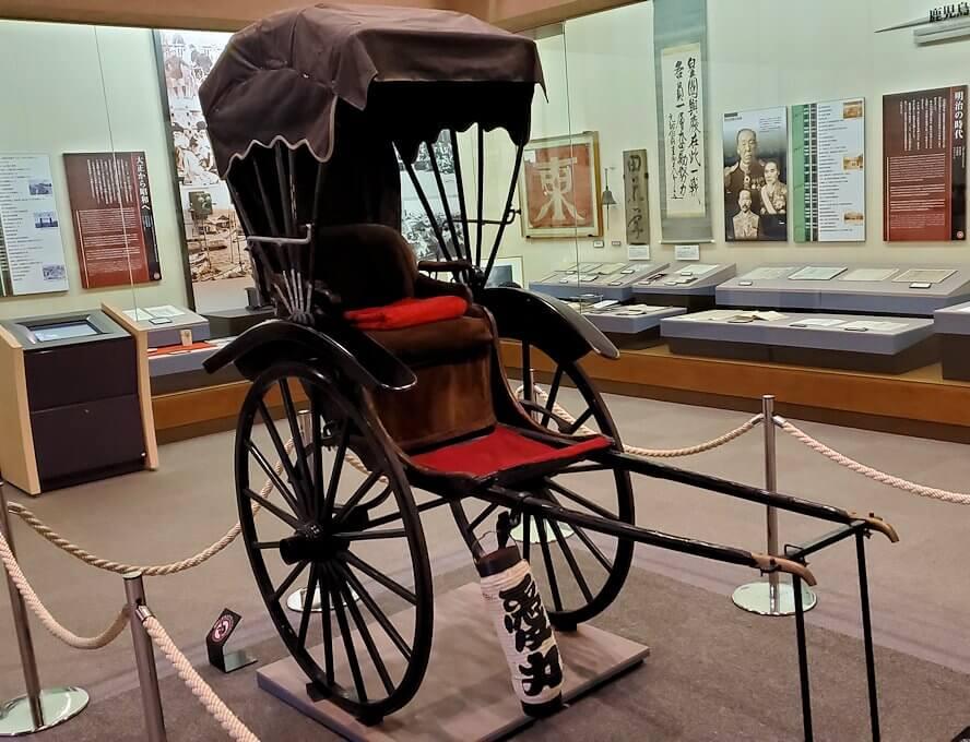 黎明館にある、昔の人力車
