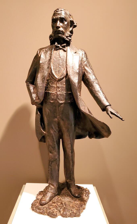 黎明館にある、大久保利通の像