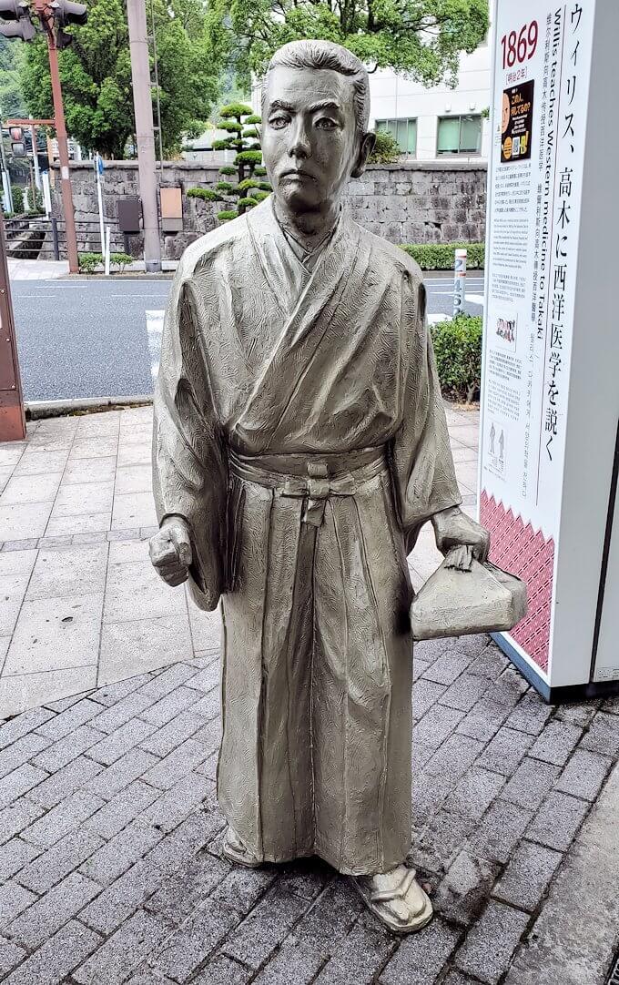 鹿児島城斜め向かいに設置されている、ウィリス医師の銅像2