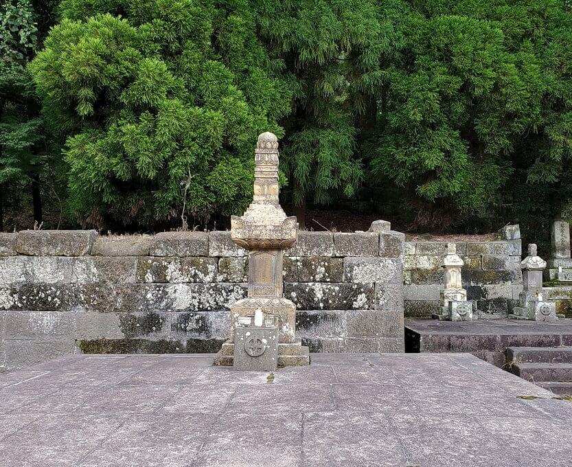 福昌寺内に安置されているお墓2