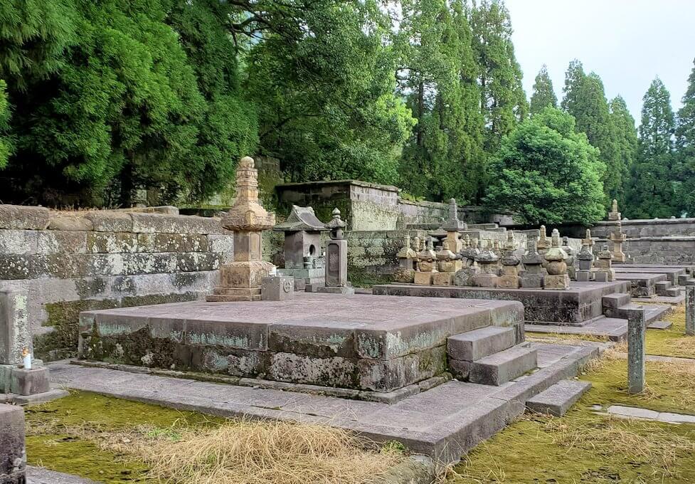 福昌寺内に安置されているお墓4
