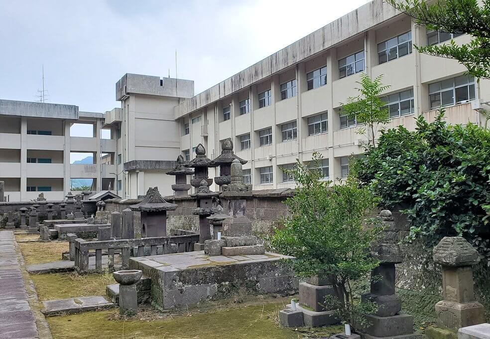福昌寺横にある玉龍中学校