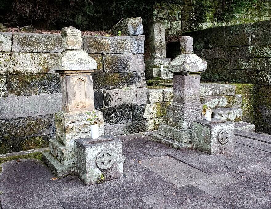 福昌寺内に安置されているお墓の景色2