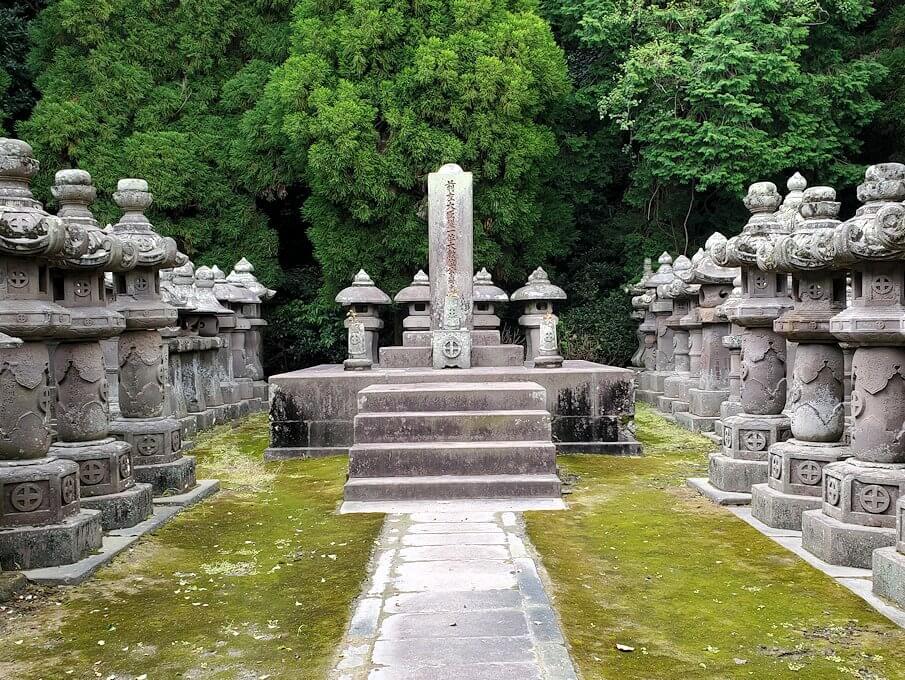 福昌寺跡の島津家お墓の久光の墓12