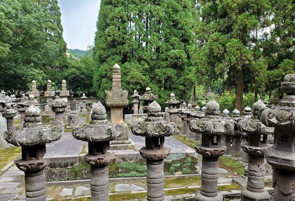 福昌寺跡で島津家当主の墓を見学