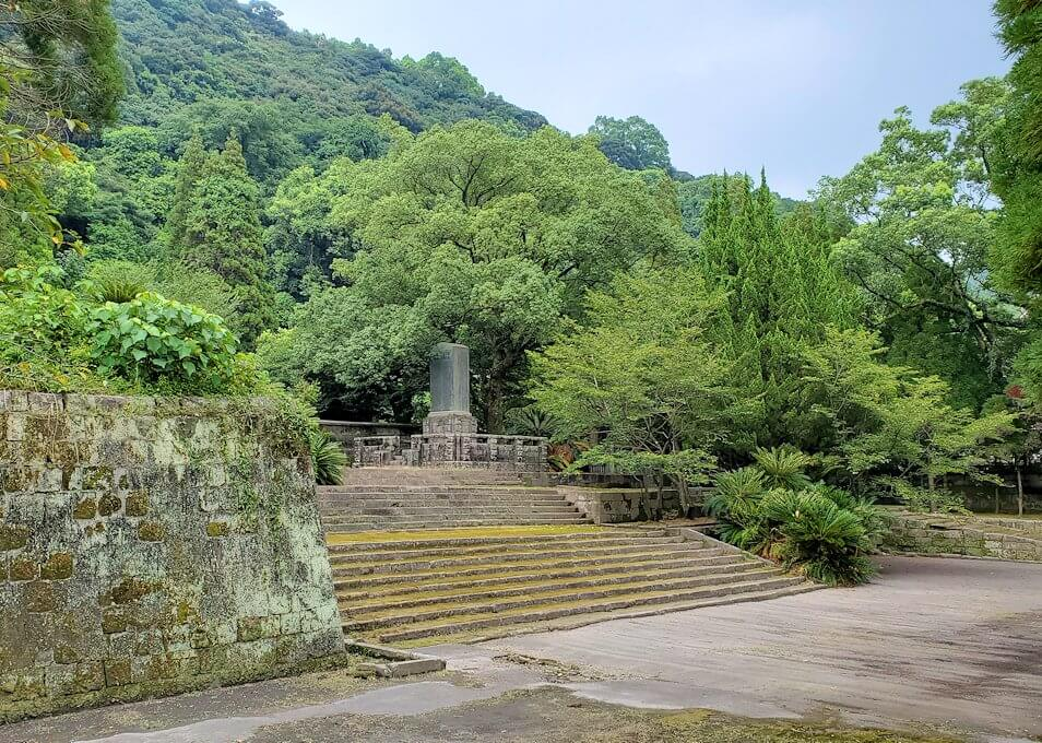 福昌寺跡で島津家当主の墓を見学1