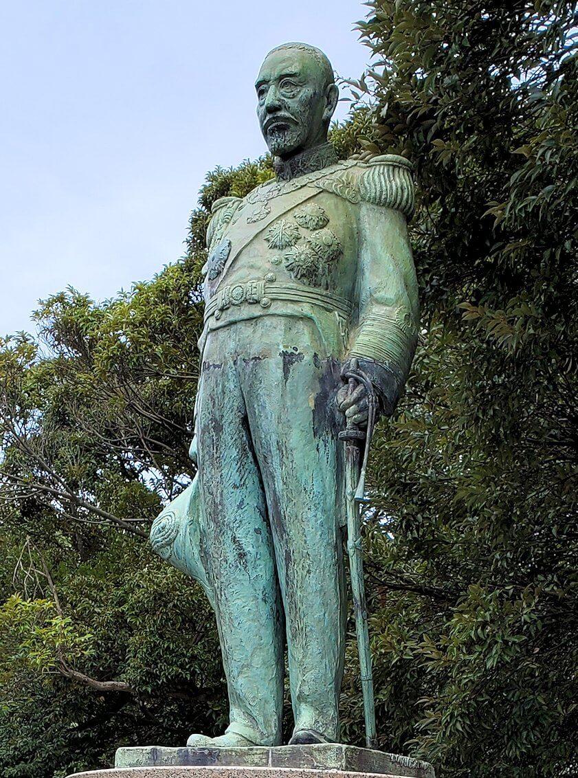 多賀城公園の高台に設置されている、東郷平八郎の像1