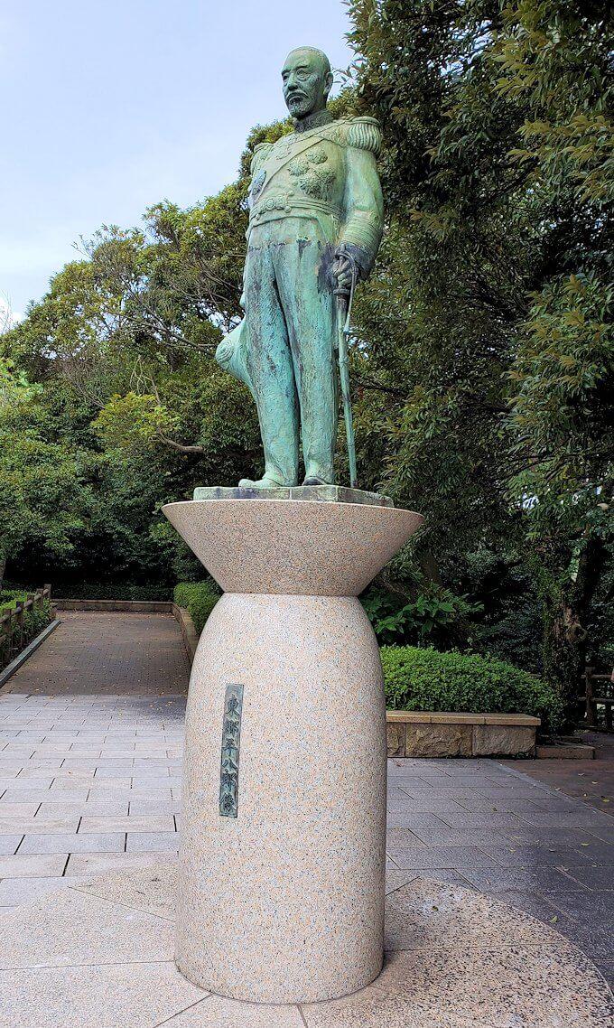 多賀城公園の高台に設置されている、東郷平八郎の像