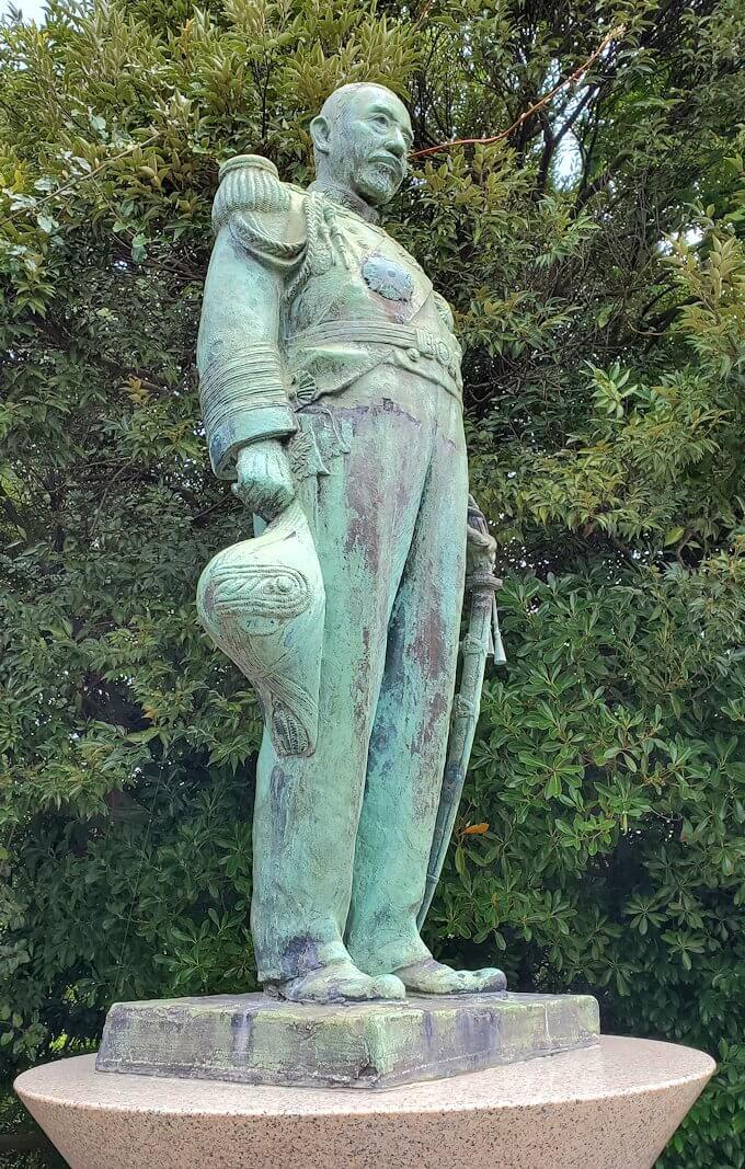 多賀城公園の高台に設置されている、東郷平八郎の像2