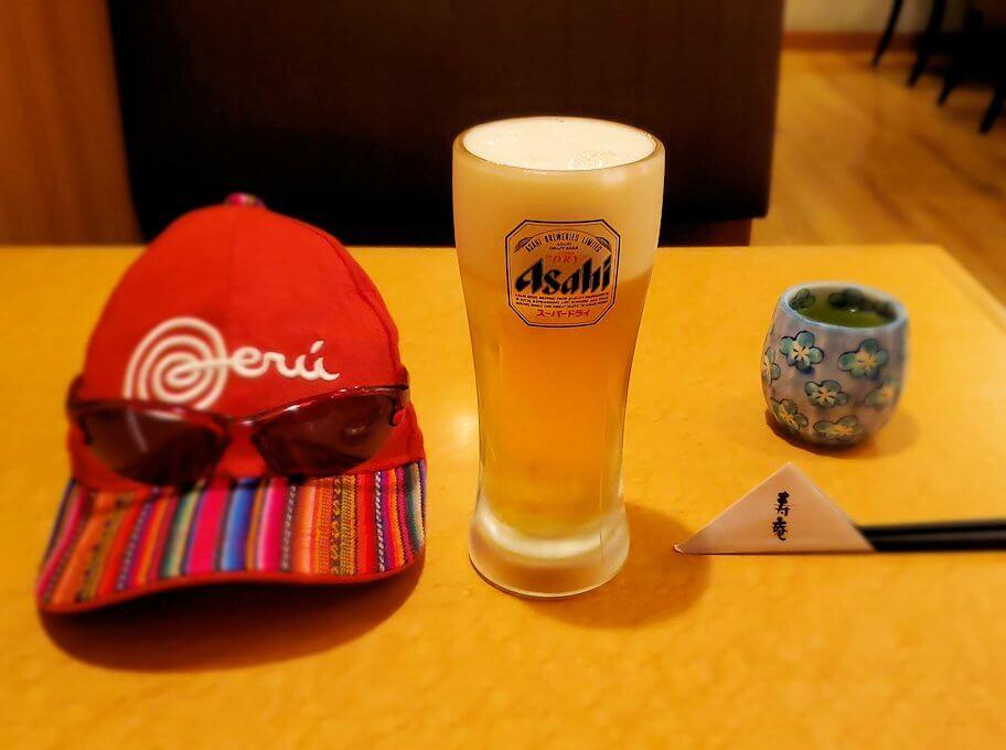 鹿児島市内の「寿庵」で昼食時に飲むビール
