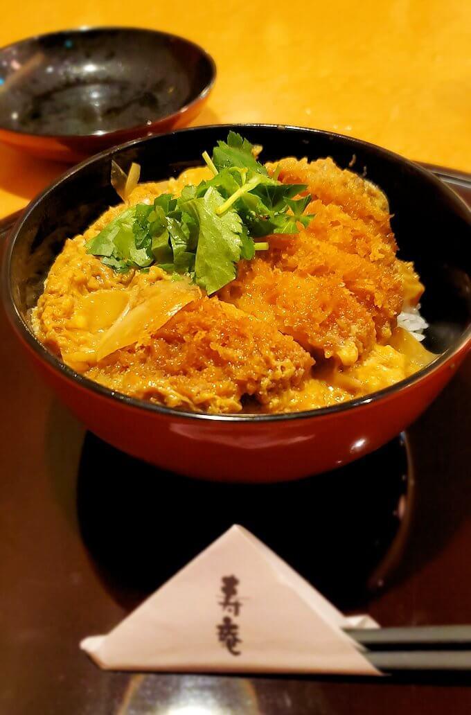 鹿児島市内の「寿庵」でのカツ丼