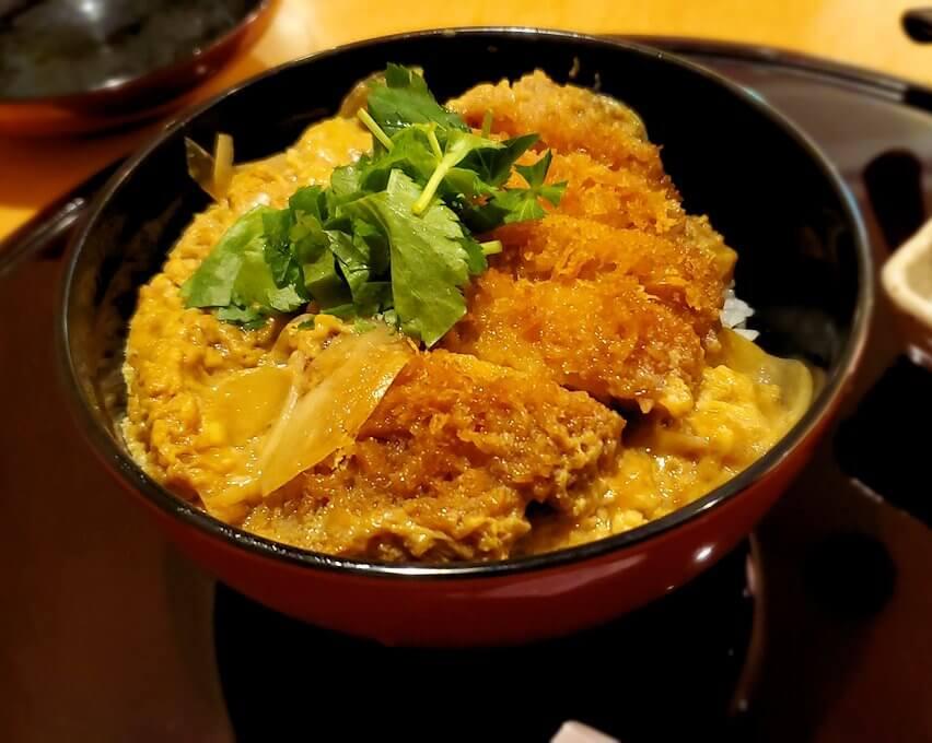 鹿児島市内の「寿庵」でのカツ丼1