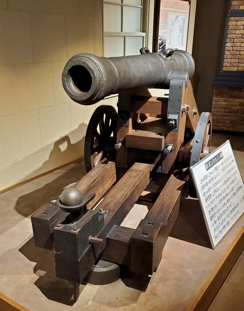 維新ふるさと館内にあった、キャノン砲の模型