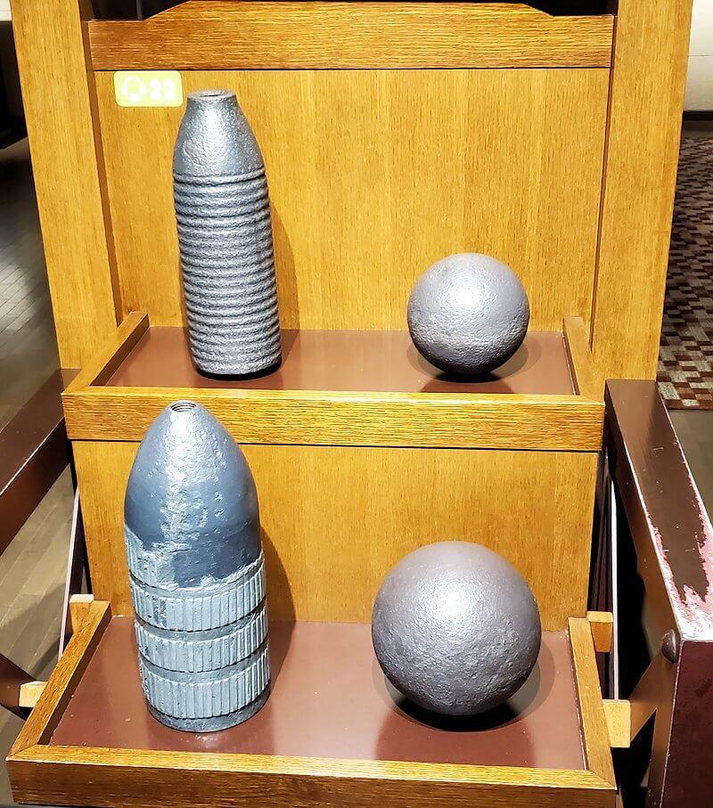 維新ふるさと館内にあった、薩英戦争で使われた砲弾のレプリカ