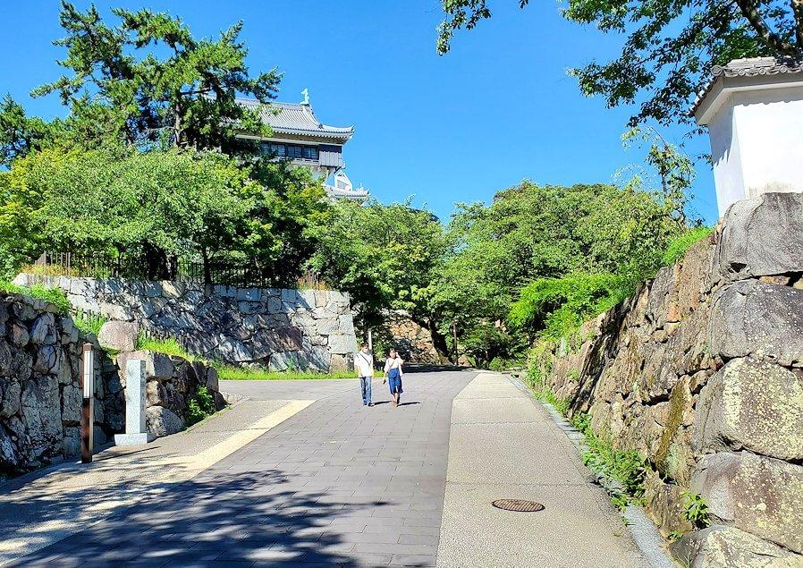 小倉城敷地内へと進む-1