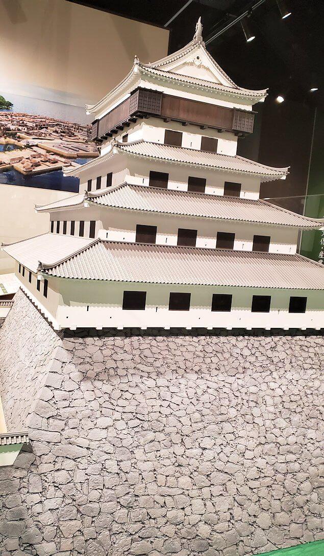 小倉城内にある、お城のミニチュアを眺める-1