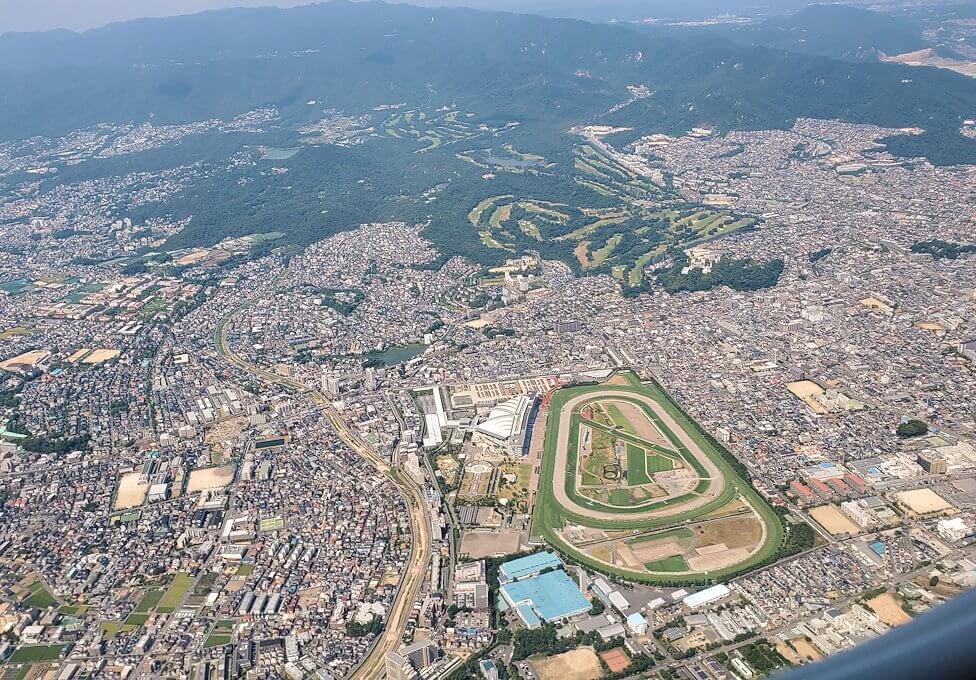 札幌へ向かう飛行機から見下ろす兵庫県の土地