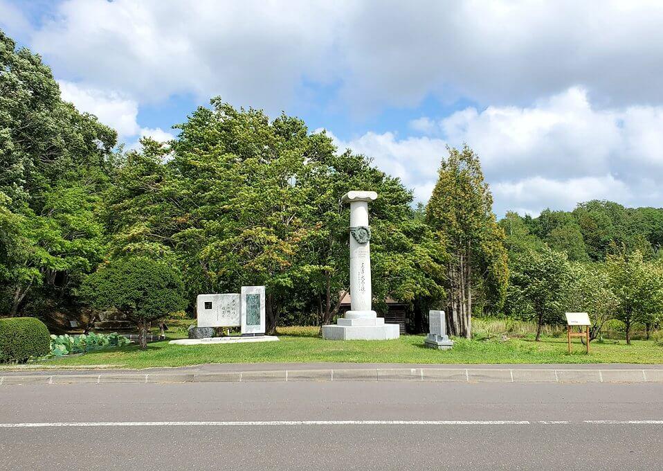 旧島松駅逓所周辺にあるクラーク博士の記念碑